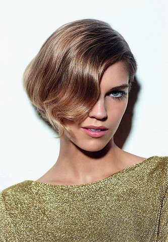 Карамельный цвет волос на короткой стрижке