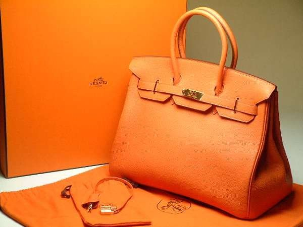 cc89323b83e3 Женские сумочки – это не просто модный аксессуар, но и средство хранения  вещей. В сумочках можно хранить разные мелочи и предметы.