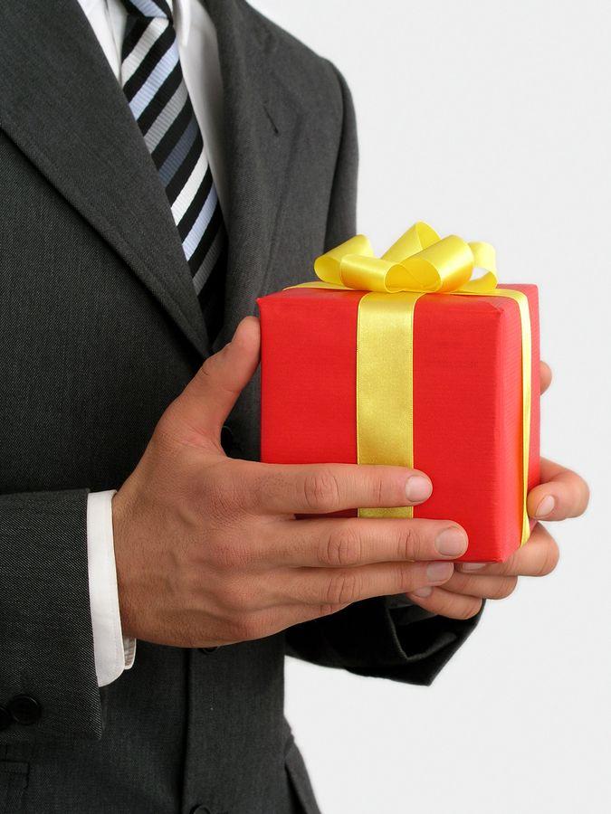 В итоге были вручены подарки 23